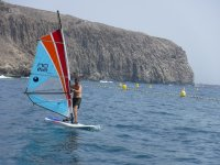 Practicando windsurf en Tenerife