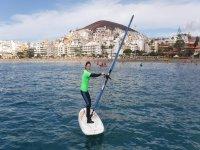 Alumna de la escuela oficial de windsurf