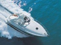 在福门特拉岛的摩托艇航行