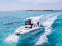 在地中海以极快的速度航行