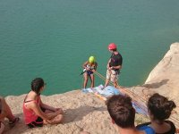 Descendiendo la roca hasta el agua