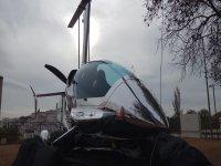 Helicóptero en tierra preparado para el paseo
