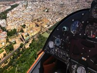 En la cabina del ultraligero divisando Córdoba