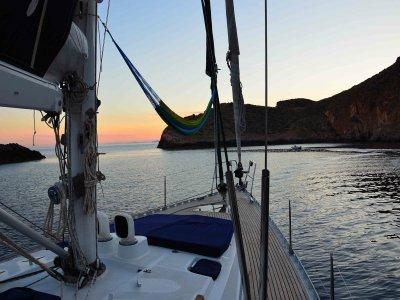 豪华帆船骑在La Manga和浪漫晚餐