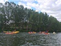 沿着埃布罗河练习皮划艇