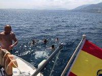 Salto al mar desde el catamarán