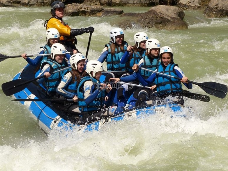 Kids doing whitewater rafting in Murillo de Gallego