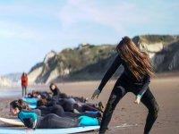 Practica surf en la playa La Salvaje