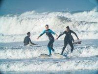 Clases de iniciación al surf en Sopelana