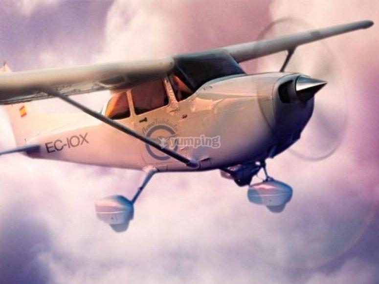轻型飞机。