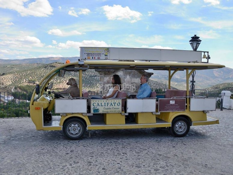 Paseo en bus electrico turistico en Priego