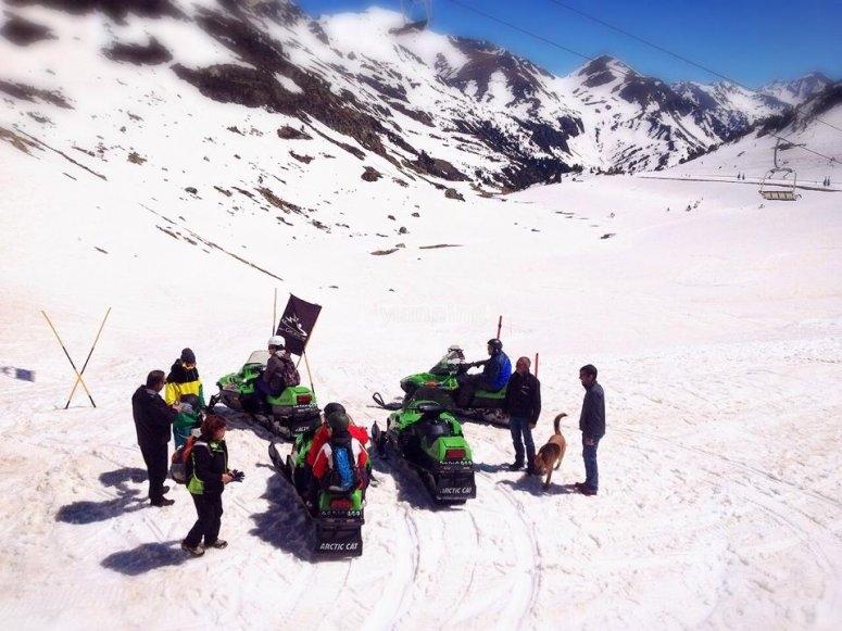 Salida grupal en moto de nieve Ordino