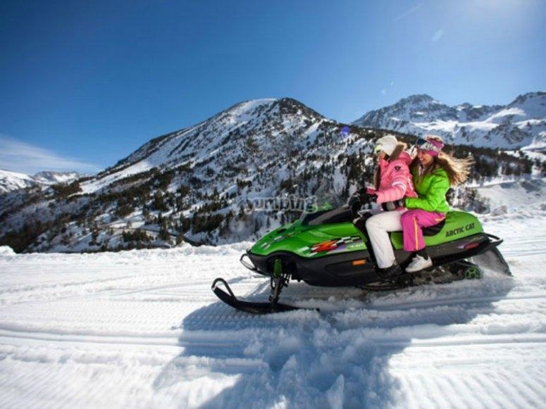 En la moto de nieve