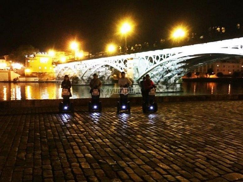 grupo de segway nocturno