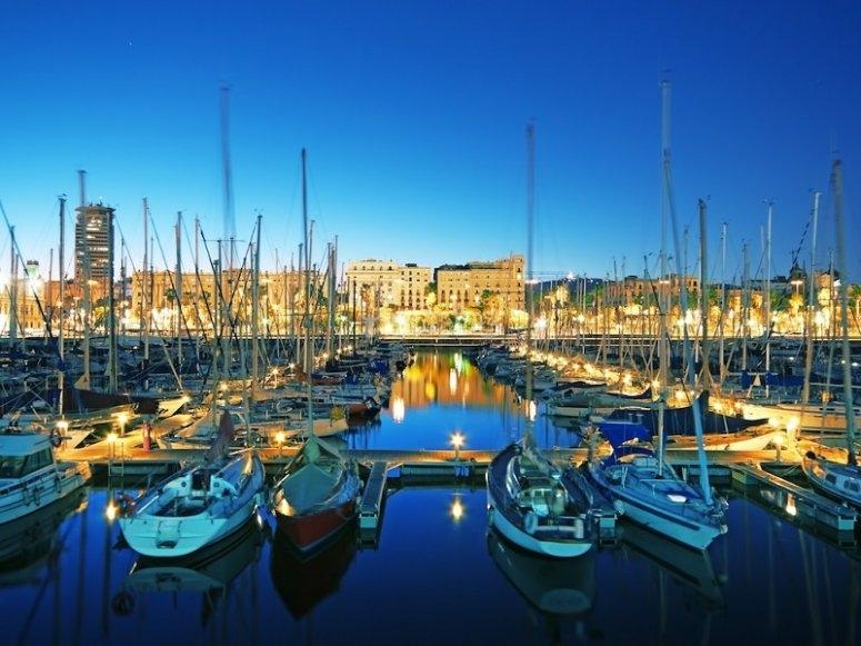 El puerto de Barcelona de noche