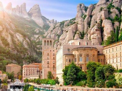 参观蒙特塞拉特修道院和徒步旅行