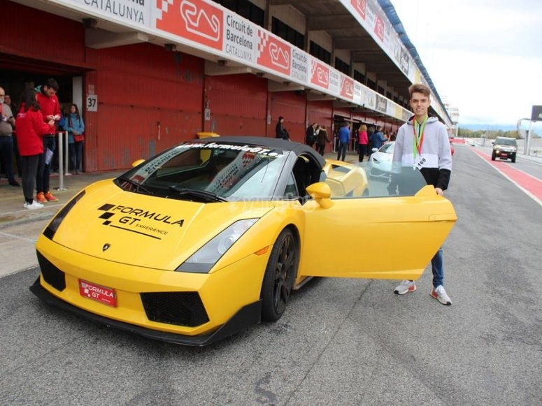 Preparado para conducir en pista el Lamborgini Gallardo