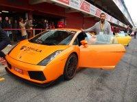 Lamborghini pilota e Boxster con deriva