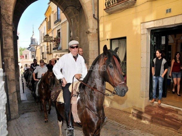 Paseando a caballo por las calles