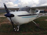 陆地上的轻型飞机