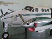 aeronave en instalaciones.