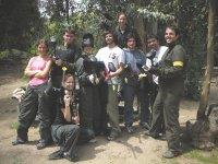 Foto de los participantes en el paintball