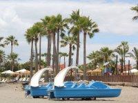 Hidropedales en la playa de Estepona