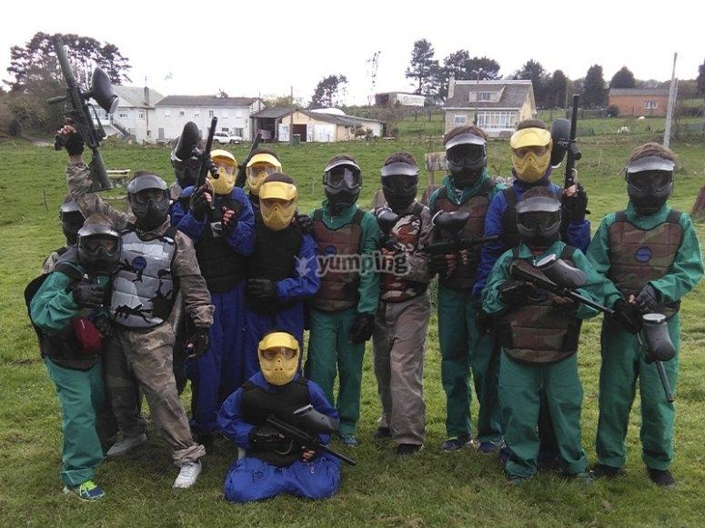 Grupos formados para jugar paintball