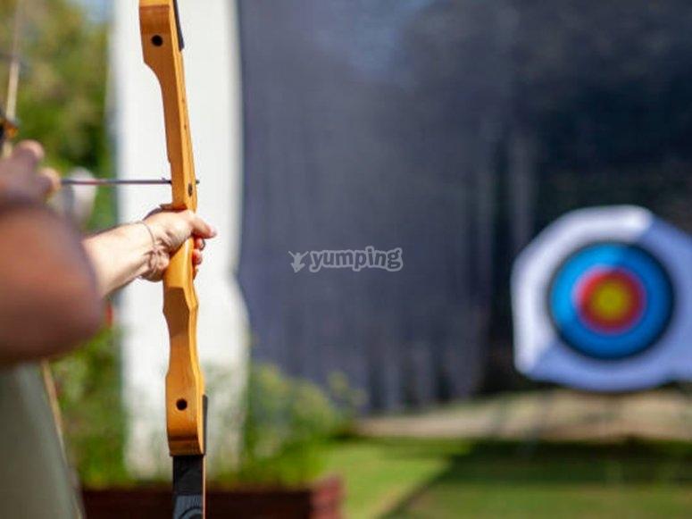 Disfrutando de una sesión de tiro con arco olímpico en Pastoriza