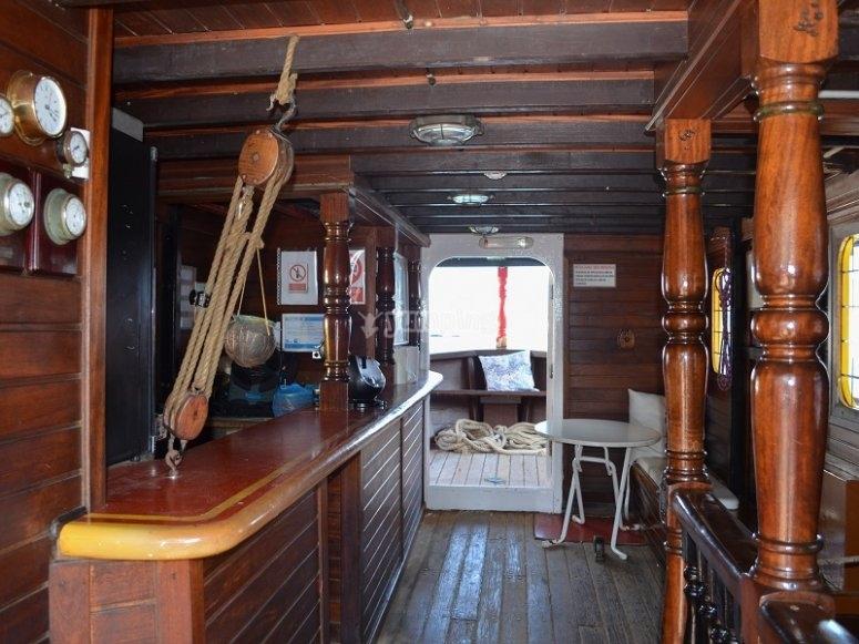 Bar dentro del barco