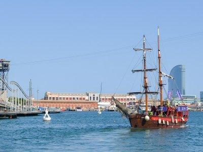 Ver Barcelona desde barco pirata niños 50 minutos