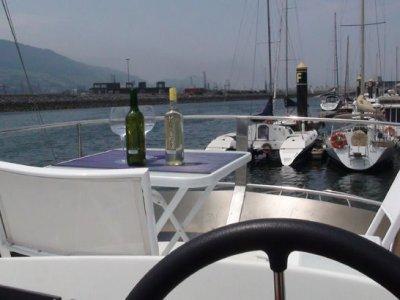 Paseo en barco en Bilbao con sesión fotográfica