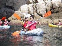 Pareja remando en kayak en Almeria