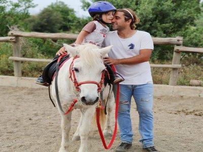 小骑在Cervelló为4至8岁的儿童