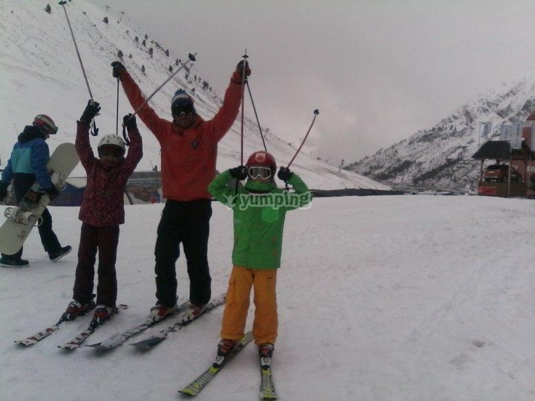 lo pasamos en grande esquiando