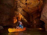 Remando en rio subterraneo