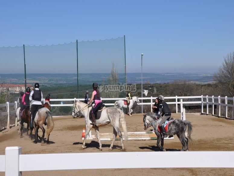 Dando una clase de equitación