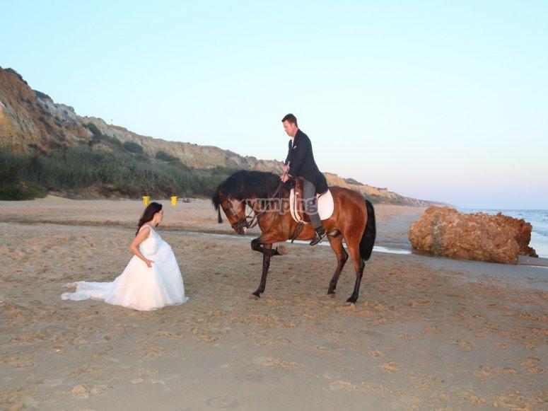 Arrodillándose a la novia