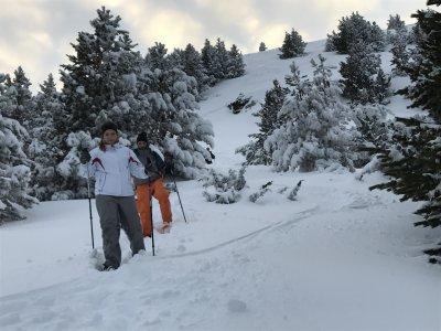 游览雪鞋加泰罗尼亚前比利牛斯山脉
