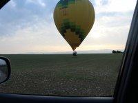 Volando en globo con las primeras luces del día