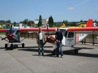 Pilotos expertos de ultraligeros en Lugo de Llanera