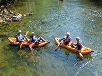 Dos kayaks