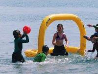 Juegos de pelota en el agua