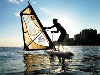 Windsurf a contraluz
