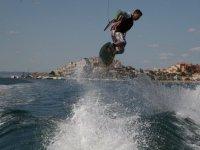 Acrobacias sobre olas
