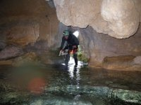 Espeologia entrando cueva