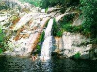 Bañándose en la Rehata
