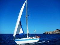 在梅诺卡岛帆船航行