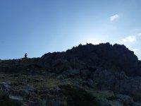 沿着山脉的高处小径