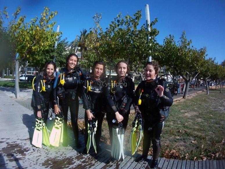 Antes de la inmersion de buceo en Cambrils